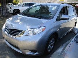 2013 TOYOTA SIENNA LE SILVER 3.5L AT 2WD Z15054