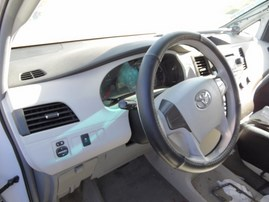 2012 TOYOTA SIENNA LE WHITE 2.7L AT Z18058